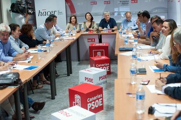 Reunión de la ejecutiva regional del PSOE, el 25 de mayo en Santa Cruz de Tenerife. / FRAN PALLERO