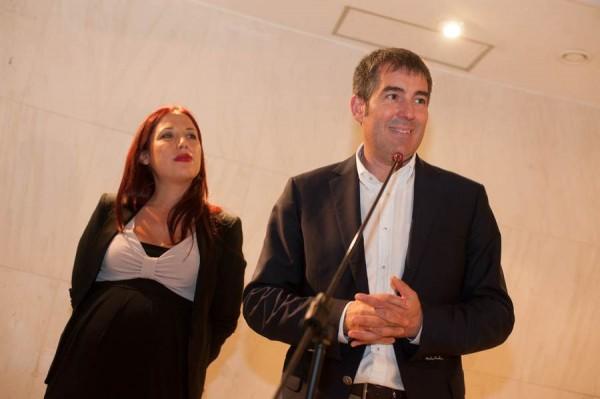 Patricia Hernández (PSOE) y Fernando Clavijo (CC), en rueda de prensa tras firmar el pacto. | FRAN PALLERO