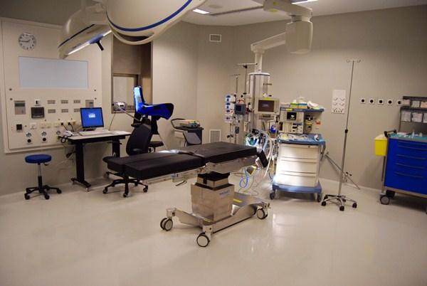 El HUC cuenta con cuatro  quirófanos en Cirugía Mayor Ambulatoria y un total de 20 recursos quirúrgicos. / DA