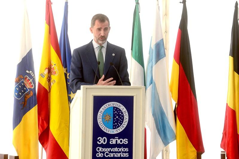 El rey, durante el acto del 30 aniversario del IAC, celebrado en el Observatorio de Izaña. / SERGIO MÉNDEZ