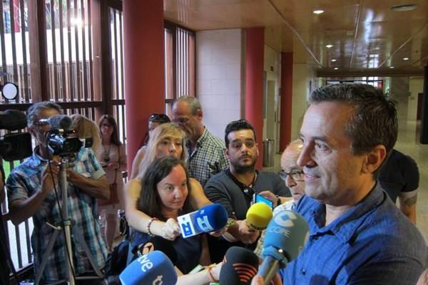 José Miguel Ruano atiende a los medios de comunicación. | EP