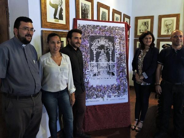 La presentación del cartel tuvo lugar ayer en el salón de Hijos Ilustres del Ayuntamiento de Güímar. / NORCHI