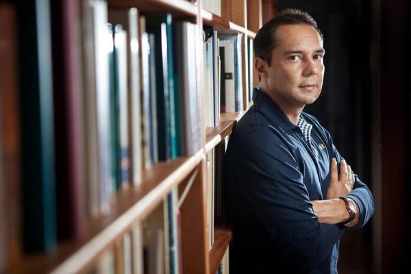 Víctor Álamo de la Rosa presenta la novela 'Todas las personas que mueren de amor'. | DA