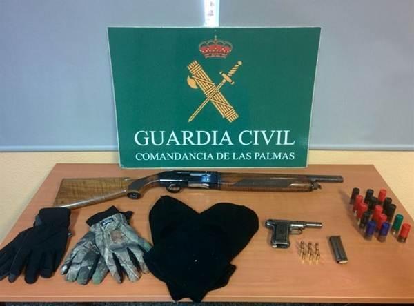 Armas incautadas a los sospechosos. | DA