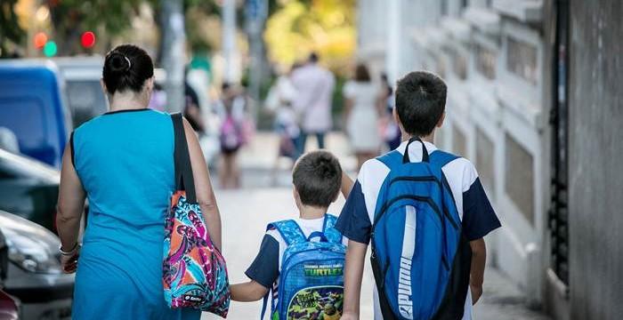Los psicólogos recomiendan transmitir entusiasmo en el regreso al colegio