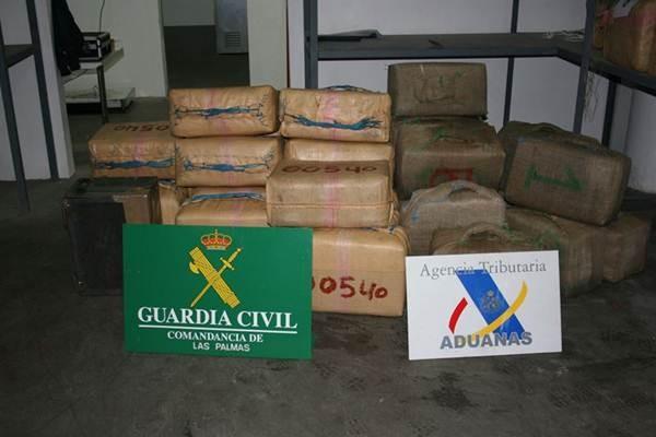 Fardos de hachís incautados por la Guardia Civil y la Agencia Tributaria. | DA