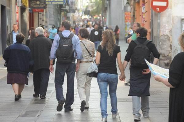 A pesar de que sigue viniendo más gente de la que se va, nuestra población sigue envejeciendo. | DA