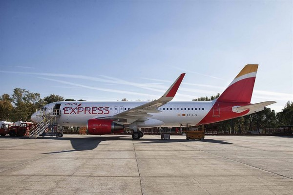 Imagen de archivo de un avión de Iberia Express. | IVÁN MARTÍNEZ