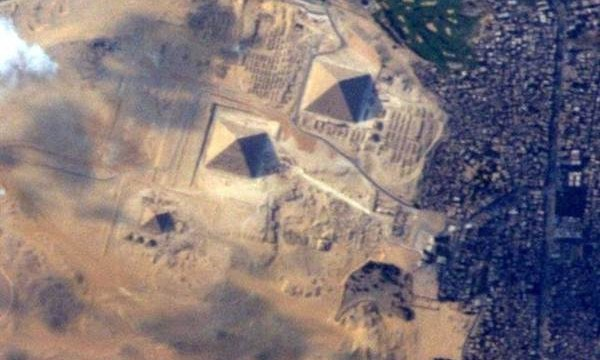 Así se ven las Grandes Pirámides de Guiza desde el espacio