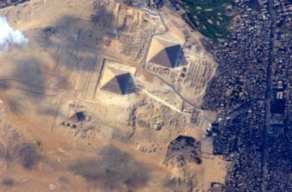 Imagen de las pirámides publicada por Terry Virts en su twitter. | TERRY VIRTS