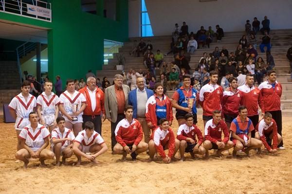 Los luchadores del Chimisay de Arafo celebran el título de campeones de Tenerife. / DA