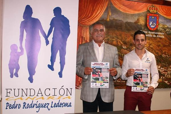 Un momento de la presentación del campus del jugador tinerfeño en Granadilla de Abona . | DA