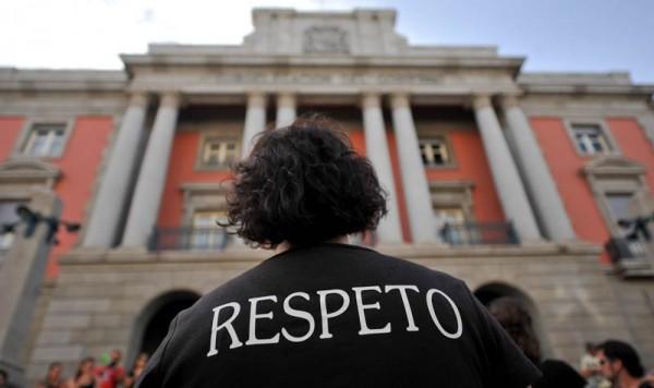 Imagen parcial de una manifestación de protesta por los recortes frente a la Subdelegación de Gobierno, en Santa Cruz de Tenerife. | FRAN PALLERO