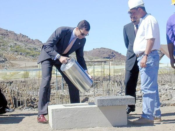 Siendo príncipe, Felipe VI puso la primera piedra del edificio que acoge en La Palma el Grantecan. / DA