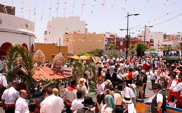 La mayor romería del sur de la Isla cita a más de 15.000 personas en las calles del casco. / DA