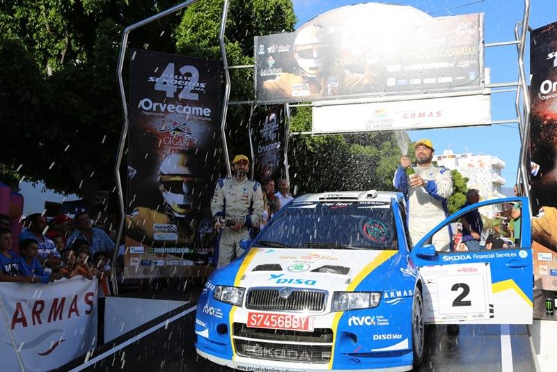 Alfonso Viera en el podio del Rally Senderos. | DA
