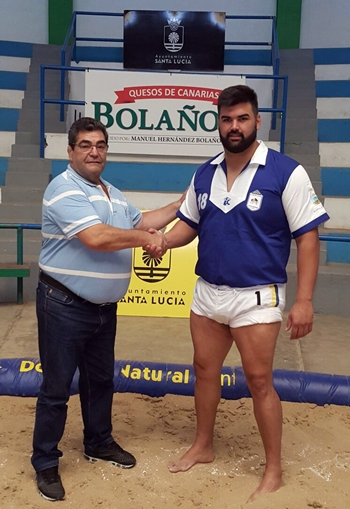Álvaro Déniz junto al presidente del Unión Sardina. | DA