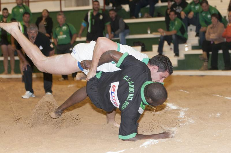 Una imagen de una luchada anterior de ambos equipos. / DA