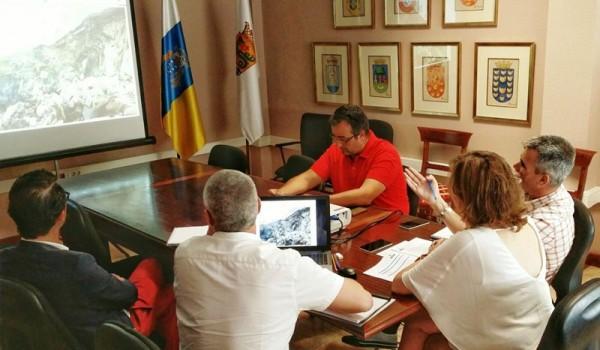 La reunión entre los técnicos y los responsables municipales tuvo lugar ayer en el Consistorio. / DA