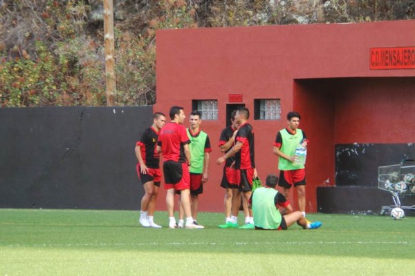 Los palmeros se preparan a conciencia para el debut en el campeonato liguero a finales de agosto. | M. PÉREZ