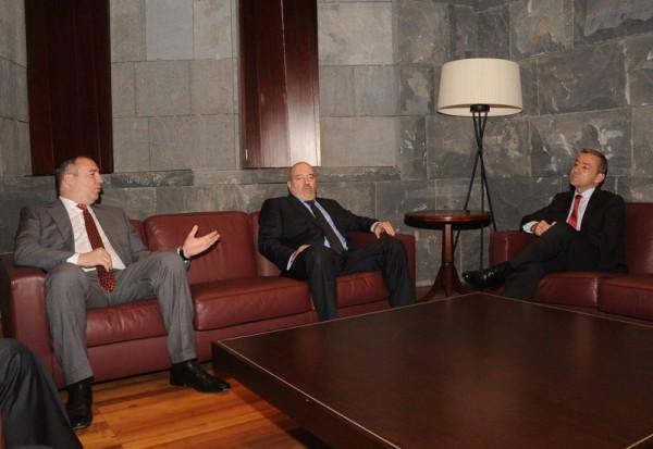 Miguel Concepción y Paulino Rivero, reunidos en la sede de Presidencia del Gobierno. / DA