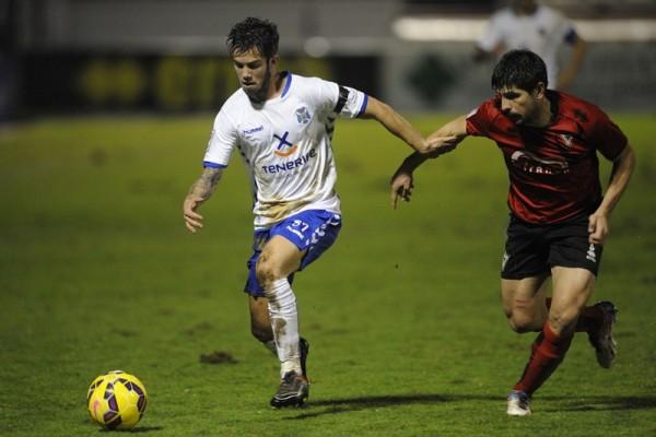 Santi Luque debutó en Segunda ante el Mirandés. / LINO GONZÁLEZ Second Division match between Mirandés and Tenerife.