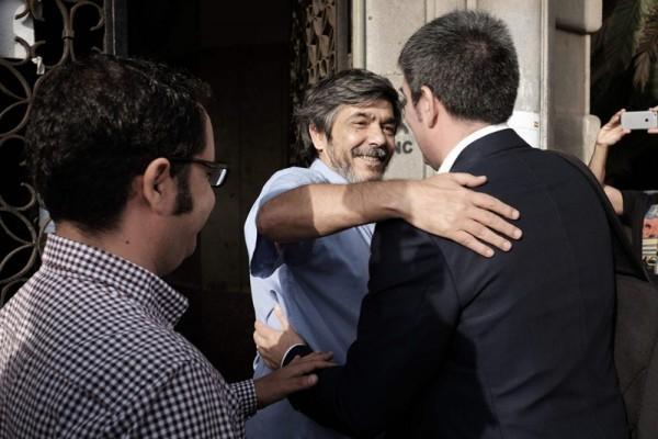 Gustavo Santana y Carmelo Jorge reciben a Fernando Clavijo, ayer en Las Palmas de Gran Canaria. / DA