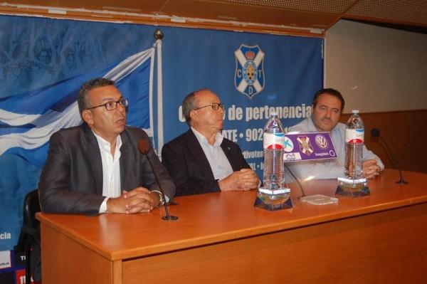 Dámaso Arteaga, Pedro Suárez y Alfredo Rodríguez, durante la presentación que tuvo lugar ayer en la sala de prensa del estadio. | DA