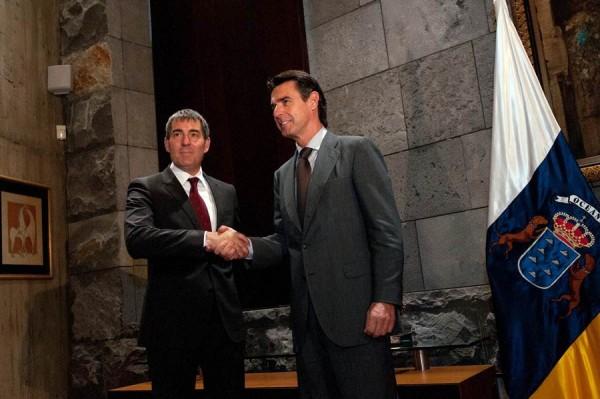 Fernando Clavijo y José Manuel Soria, a mediados de julio en Santa Cruz de Tenerife | FRAN PALLERO