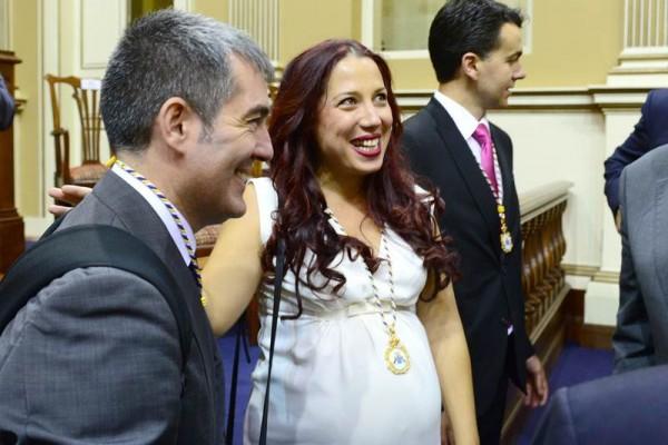 Fernando Clavijo y Patricia Hernández, en la sesión de apertura de la novena legislatura del Parlamento de Canarias.   SERGIO MÉNDEZ
