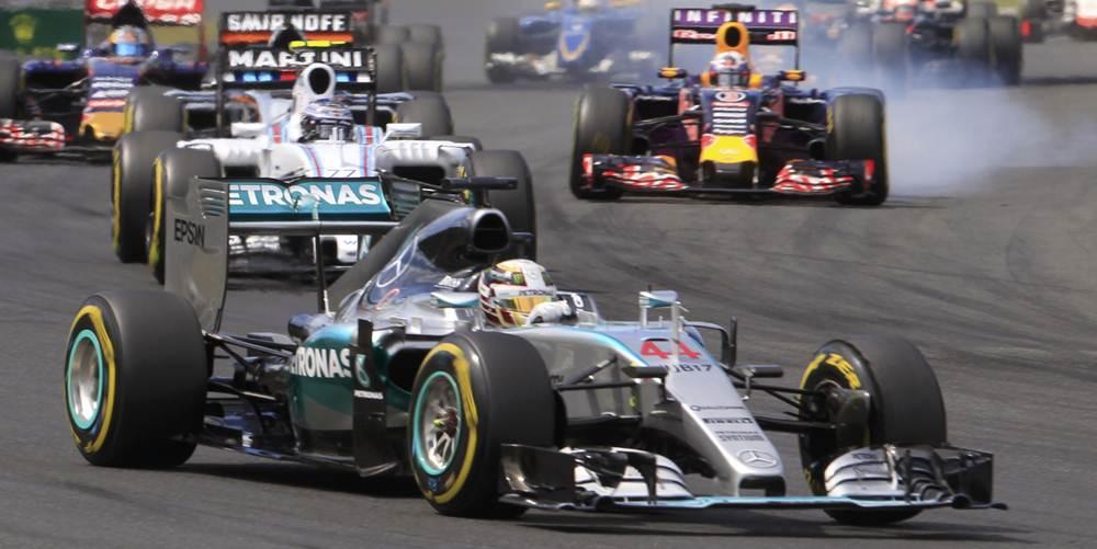 Lewis Hamilton y Nico Rosberg en la salida. | REUTERS
