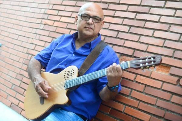 José Luis Suárez, cantautor venezolano afincado en Tenerife desde hace 17 años. | SERGIO MÉNDEZ