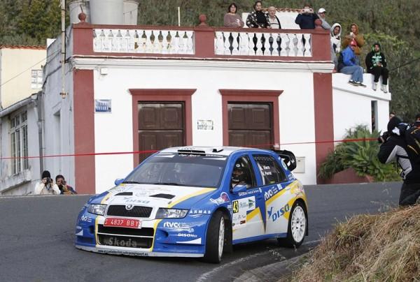 El grancanario, junto a su copiloto Víctor Pérez, quieren salir liderando la clasificación. / DA