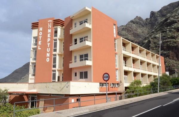 El hotel Neptuno lleva cerrado desde 2007, cuando la empresa quebró. / S. M.