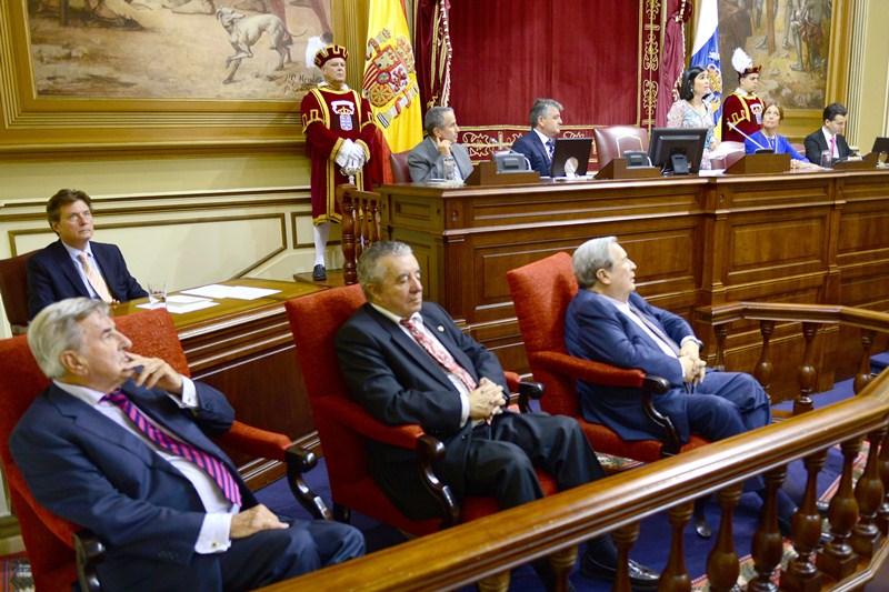 Los expresidentes del Gobierno Hermoso, Olarte y Saavedra asistieron también a la sesión. / S. M.