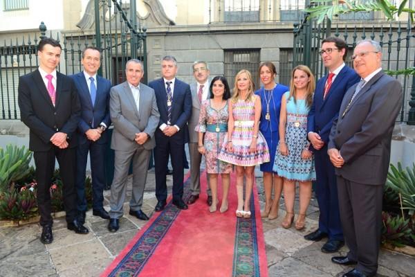 Los miembros de la Mesa y los portavoces parlamentarios, en la apertura de la novena legislatura. / SERGIO MÉNDEZ