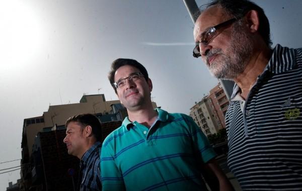 Abel Cedrés, Agustín González y Antonio Cabrera, de la Plataforma por un Nuevo Modelo Energético. / FRAN PALLERO