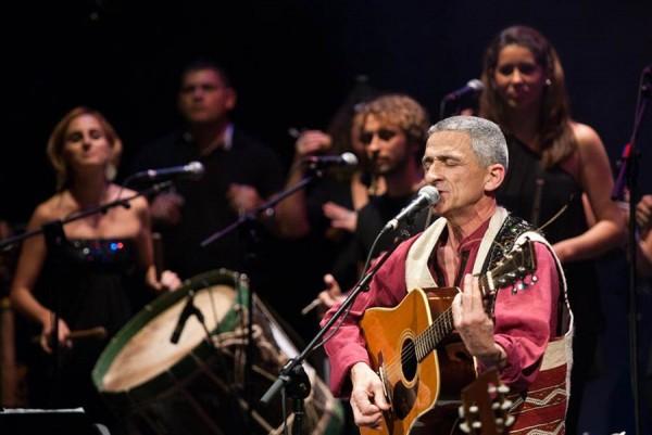 El cantautor vasco ofrecerá hoy un repaso por su discografía en el Espacio Cultural de la Fundación CajaCanarias; la entrada cuesta cinco euros. | DA