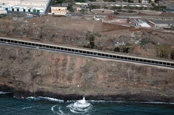 Emmasa justifica el vertido al mar en Cabo Llanos por la falta de capacidad de la depuradora. / M. P.