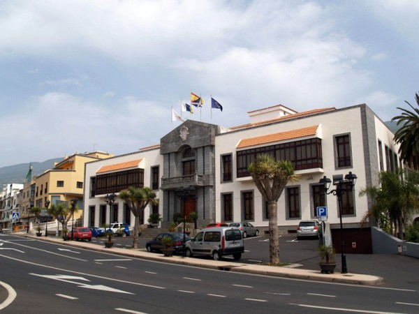 El Pleno del Ayuntamiento de Santa Úrsula aprobó ayer la organización y retribuciones municipales. / M. P. P.