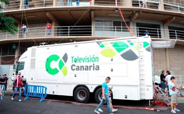 Unidad móvil de Televisión Canaria en los exteriores del Heliodoro. | DA