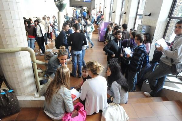 El retraso en el pago de las becas se ha convertido en una constante en los últimos años en Canarias. / F.P.
