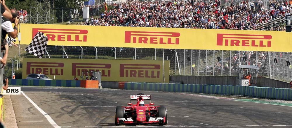 Sebastian Vettel cruzando la meta.  | REUTERS