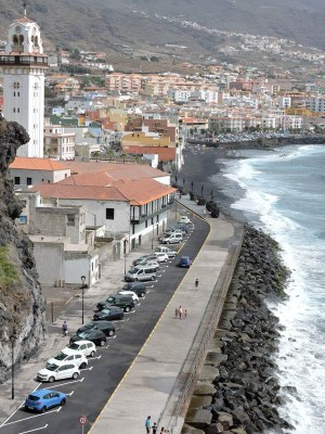 Imagen del paseo de San Blas y de su zona de aparcamientos, ayer al mediodía.   NORCHI