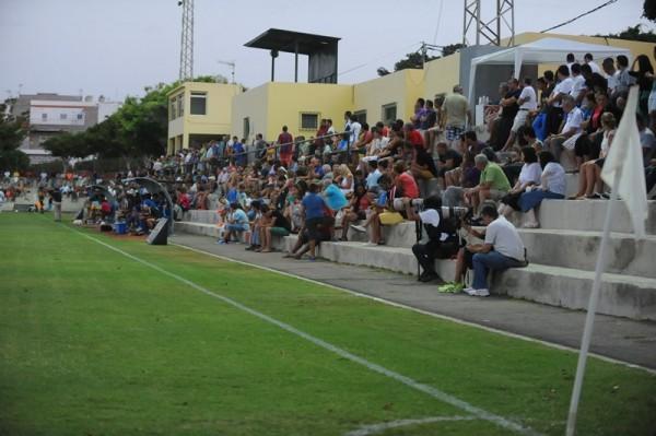 El campo municipal Villa Isabel volverá a tener buena entrada para ver a los locales ante el representativo. / DA