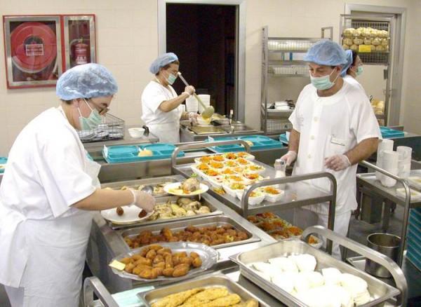 La cocina de los hospitales debe tener especial cuidado con la confección y elaboración de los menús. | DA