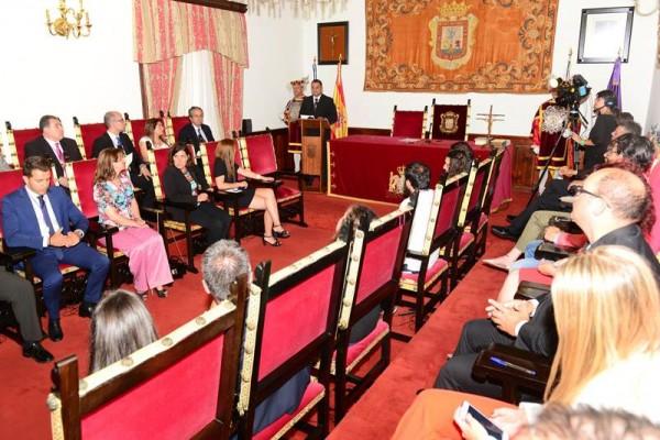 Un instante de la sesión de constitución del Ayuntamiento de La Laguna, el pasado viernes. | S. M.