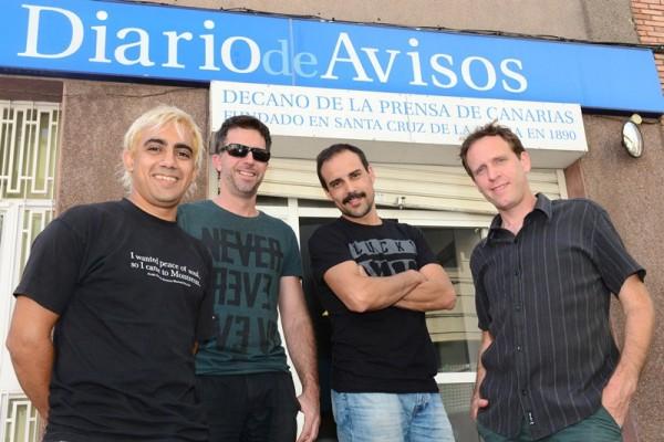 Los cuatro músicos argentinos, en la sede de DIARIO DE AVISOS. / S. M.