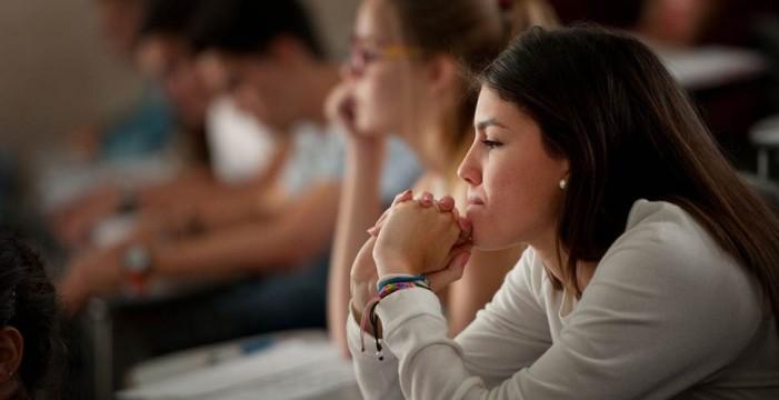 Casi 600 estudiantes deben dinero de sus matrículas a la Universidad