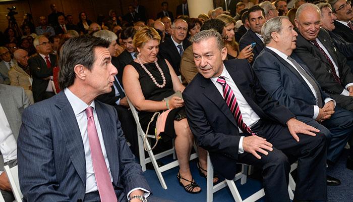 Detalles de la investidura y de la toma de posesión de Fernando Clavijo, con Patricia Hernández y José Manuel Soria. / FRAN PALLERO
